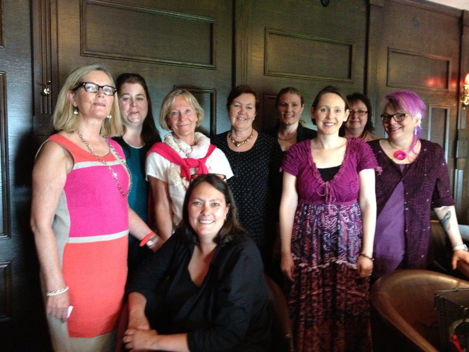 Marie Nordström med några av Meet & Eats deltagare i Göteborg maj 2013. Foto Siv Thuresdotter